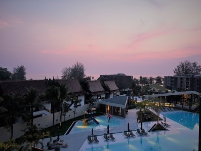 2018 - La Vela Khao Lak Sundown over Pool